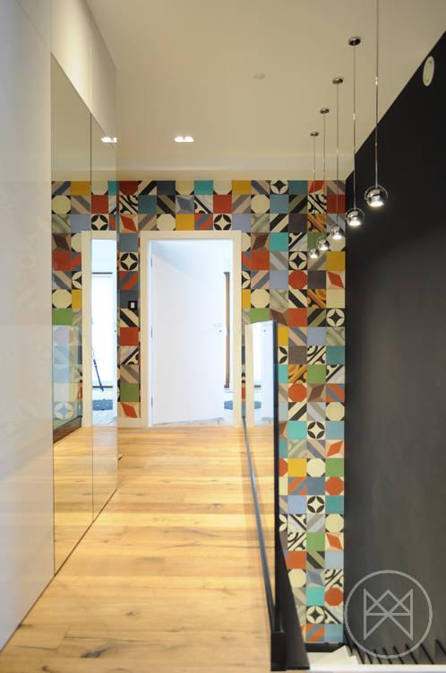 коридор с шарени плочки