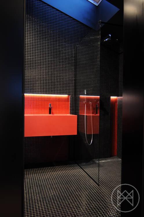 баня в черно и червено